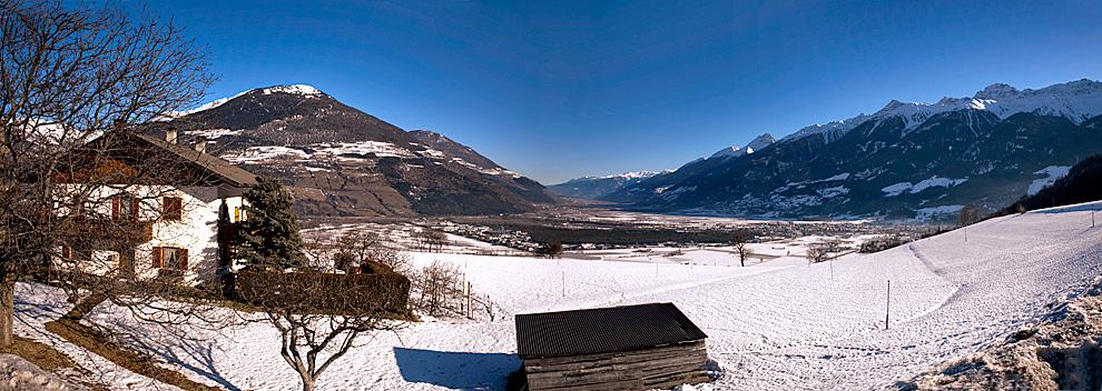 italy-valley-pano